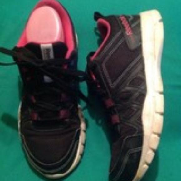 d832881139 Reebok Shoes | Black Pink Memory Foam Sneakers 85m | Poshmark